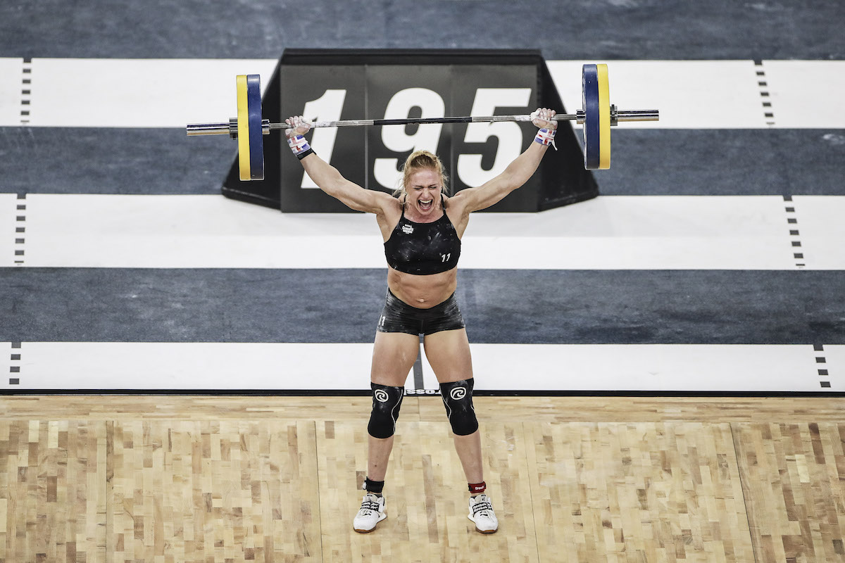 Here, Annie Thorisdottir stands up 195. She landed 200 right after.