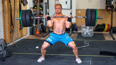 Samuel Kwant cleaning a barbell