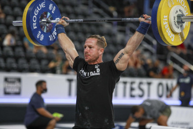 Guido Trinidad lifting in the Masters men competition