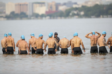 Individual men at the start of Event 1