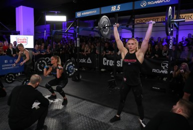 The Dottirs, completing thrusters during Open Workout 18.5.