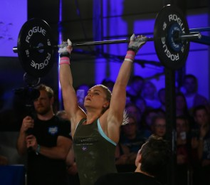 Katrin Davidsdottir locks out a thruster overhead.