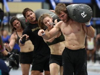 CrossFit Balance handles the Worm with teamwork.