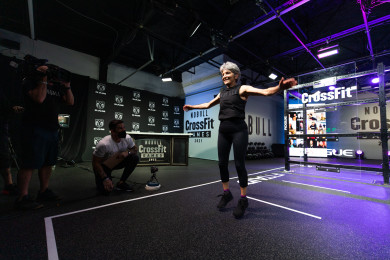 Athlete performing foundations version of Open Workout 21.1