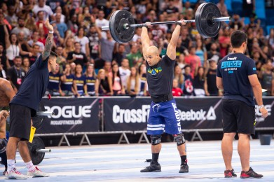 Pablo Chalfun completes his reps of thrusters.